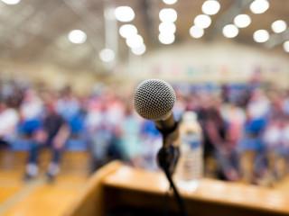 mikrofon_přednáška_sympozium_konference_podium