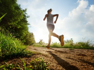 žena běží