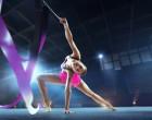 Gymnastka se stuhou na soutěži.