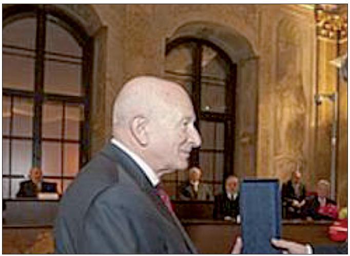 Prof. MUDr. Jan Černý, CSc. při slavnostním aktu převzetí Medaile Za zásluhy na Pražském hradě. Foto: Archiv