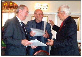 Prof. J. Sopko, prof. K. Vrtička a doc. F. Šram na I. sympoziu o uměleckém hlasu v Praze 2009.