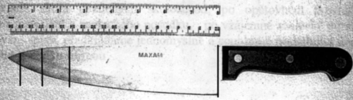 Smrtící nástroj – na noži jsou vyznačeny linie odpovídající změřeným délkám ran v průběhu bodného kanálu, poslední (délka 12 mm) je zhruba 1 cm od špičky nože, tato délka byla změřena na zadní straně osrdečníku a od tohoto místa by musela k pohrudnici urazit vzdálenost odpovídající tloušťce zadních částí plíce (obvykle 4–6 cm). Vzdálenost mezi první a druhou linií (u rukojeti a zhruba v jedné třetině) je vzdálenost mezi ránou na kůži a na žebrech, tloušťka podkoží dle pitevního protokolu byla 1 cm
