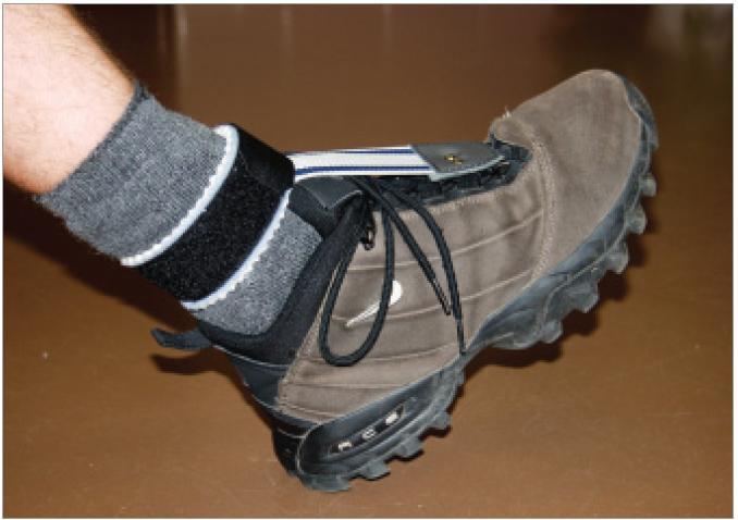 Na sportování doporučujeme užívání kotníkové obuvi stabilizující hlezno, ev. doplníme krátkou peroneální pásku.