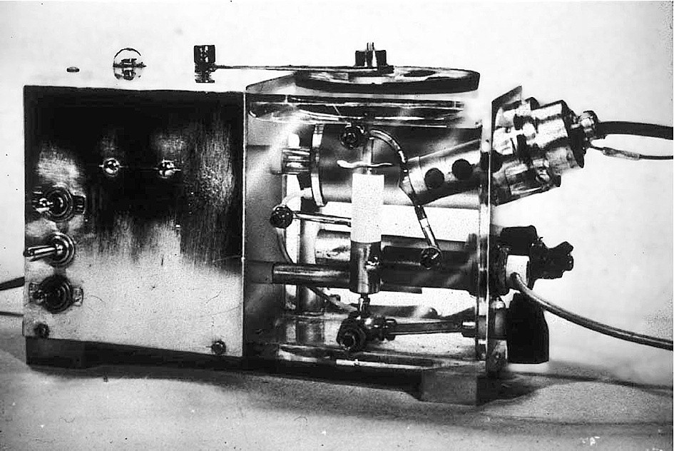 This first blood gas analyzer containing oxygen and carbon dioxide electrodes was displayed at the American Society of Anesthesiologists in October, 1957 and again at the American Physiologic Society in April, 1958
