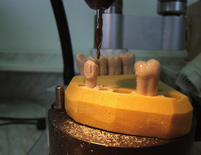 Upevnění modelu, kalibrační zářezy frézou na vosk.