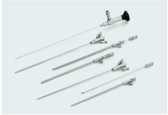 Set pro ultra mini PNL, ultra-mini nefroskop, 3 Fr, vnitřní plášť k dispozici buď 6 Fr nebo 7,5 Fr, plášť s vodním kanálem buď 11 Fr nebo 13 Fr, www.lut-endoscopy.com.