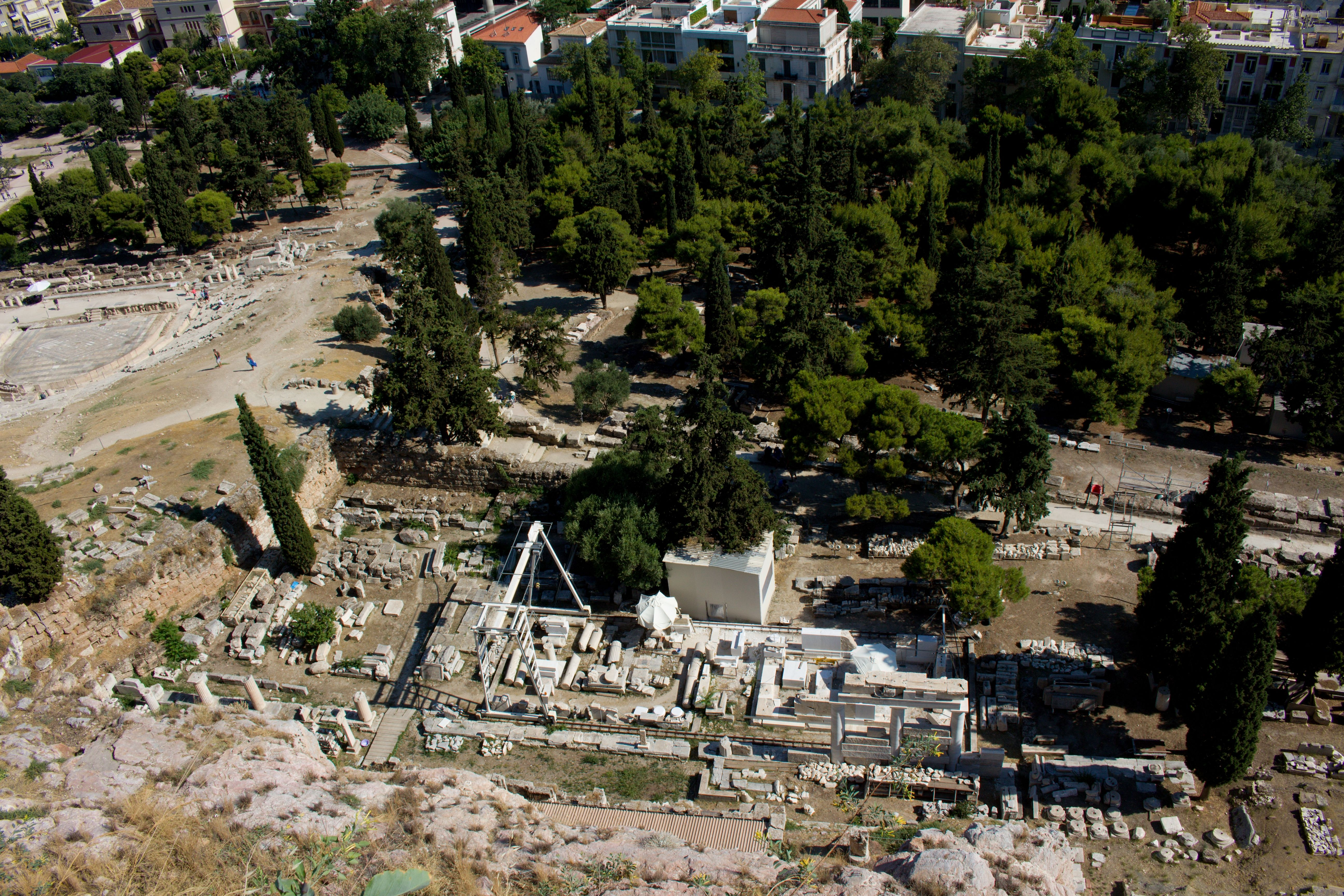 Pohled na Asklepieion z Akropole