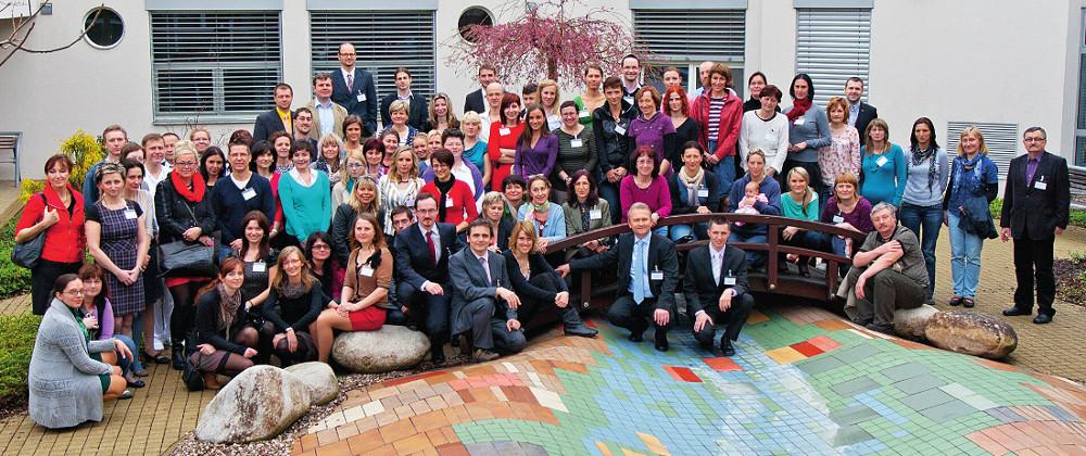 Společná fotografie účastníků mezioborového sympozia.