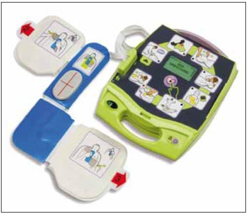 Bifázický přístroj ZOLL AED Plus® s přídavnými funkcemi a vyhodnocováním kvality resuscitace (ZOLL Medical Corporation, Chelmsford, MA, USA).