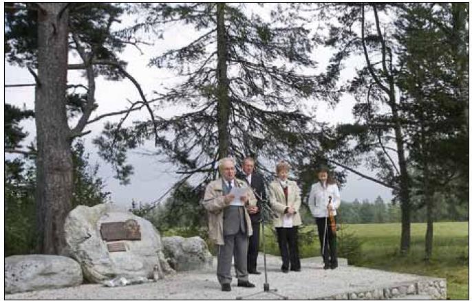 Otvorenie prvej časti V. jubilejného medicínsko‑literárneho memoriálu Franza Kafku pri jeho pamätníku v Tatranských Matliaroch.