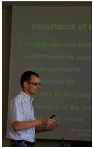 Přednáška MUDr. Michala Vrablíka, Ph.D. (III. interní klinika 1. LF UK a VFN Praha). Foto Alexander Laatsch.