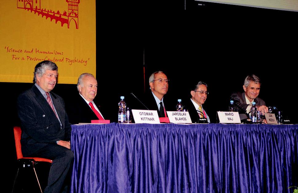 Při slavnostním zakončení konference byli po boku hlavních organizátorů přítomni i prof. Kittnar a prof. Blahoš.
