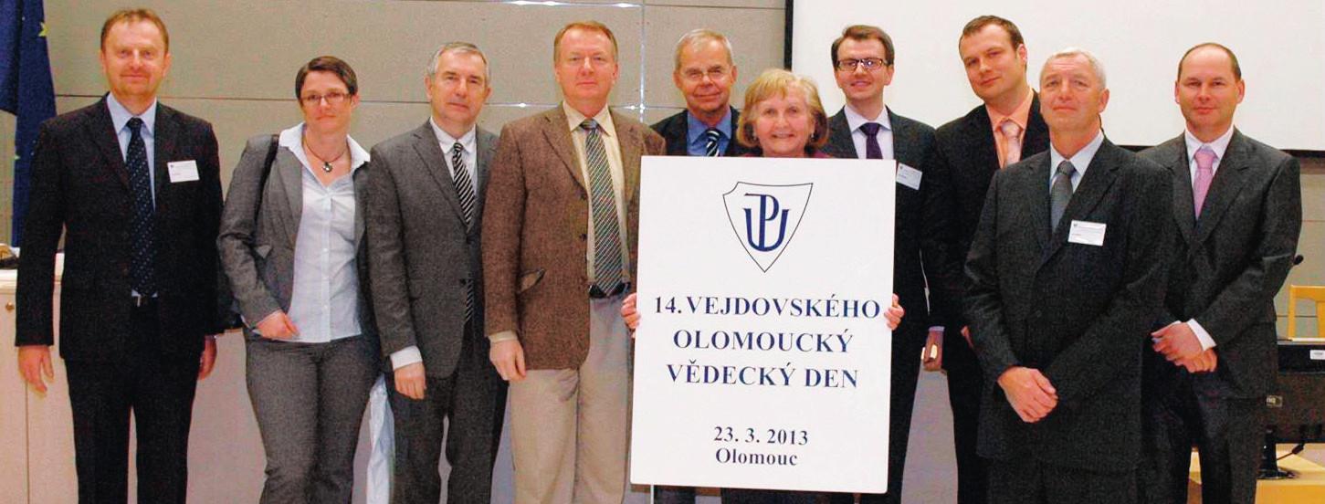 Zleva: doc. MUDr. Petr Kolář, Ph.D. (Oční klinika LF MU a FN Brno), prim. MUDr. Monika Gajdošová (Oftal, s. r. o., Špecializovaná nemocnica v odbore oftalmológia, Zvolen), doc. MUDr. Jiří Řehák, CSc., FEBO (přednosta Oční kliniky LF UP a FNOL), prim. MUDr. Ivan Fišer, Ph.D. (Lexum, Evropská oční klinika, Praha), doc. MUDr. Tomáš Sosna, CSc. (Oční oddělení Fakultní Thomayerovy nemocnice s poliklinikou, Praha), doc. MUDr. Šárka Pitrová, CSc., FEBO (předsedkyně Českéoftalmologické společnosti, Privátní oční klinika JL, Praha), doc. MUDr. Matúš Rehák, Ph.D., FEBO (Oční klinika LF UP a FNOL, Oční klinika a poliklinika Univerzity v Lipsku), MUDr. Martin Šín, Ph.D., FEBO (Oční klinika LF UP a FNOL), prim. MUDr. Jan Ernest, Ph.D. (prezident České vitreoretinální společnosti, Oční klinika 1. LF UK a Ústřední vojenské nemocnice, Praha),MUDr. Oldřich Chrapek, Ph.D. (vedoucí lékař vitreoretinálního centra, Oční klinika LF UP a FNOL)