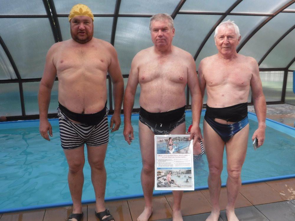 <em><strong>Obr. 3</strong> Stomici mají většinou speciální plavky, takže si jejich vývodu ostatní plavci ani nevšimnou.</em>
