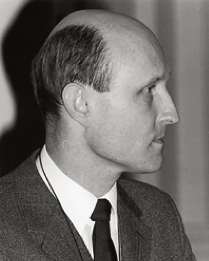 Profesor Karel Vrtička – narozen 15. X. 1930 v Hodoníně, zemřel 2. IV. 2013 v Lucernu, Švýcarsko.