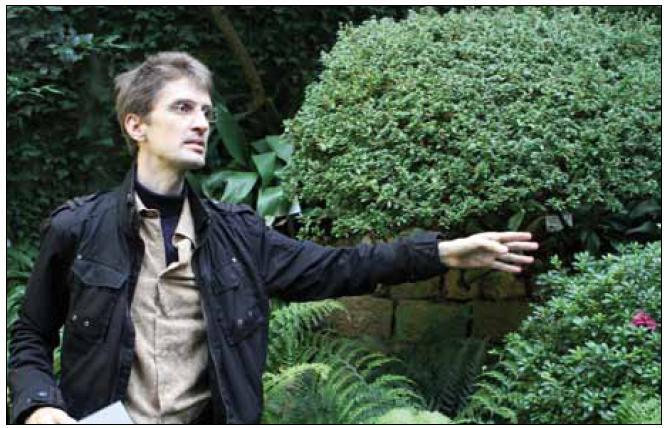 Alexander Laatsch (Institut molekulární biologie, Universität Hamburg) při přednášce v botanické zahradě. Foto Damir Perisa.