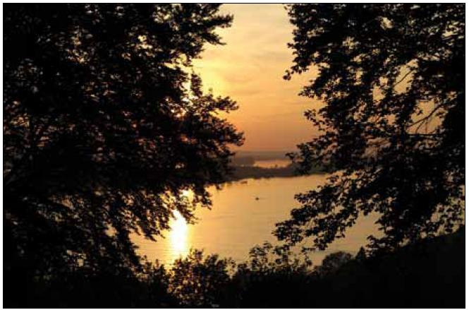 Západ slunce nad Labem. Foto Damir Perisa.