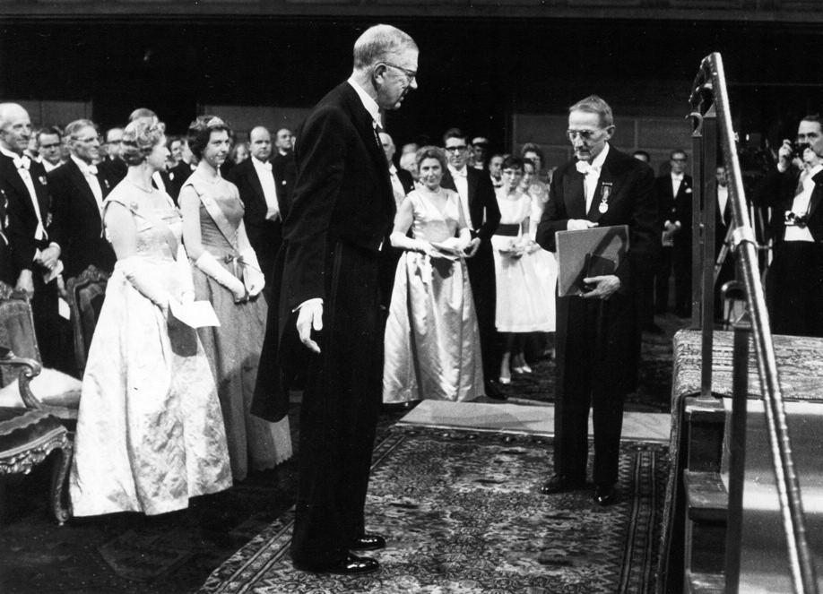Jaroslav Heyrovský přijímá Nobelovu cenu za chemii (1959)