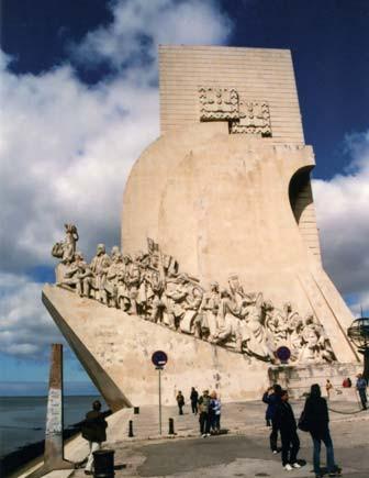 Monumentální pomník mořeplavců a objevitelů.