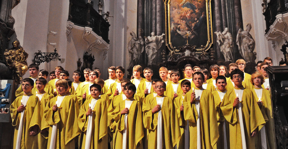 Boni Pueri v kostele Nanebevzetí Panny Marie.