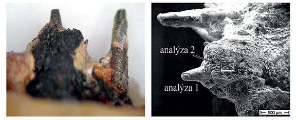 Mikrofotografie reálného stavu (a) a snímek z elektronového mikroskopu s vyznačením míst analýz (b, oproti snímku a otočeno o 90<sup>o</sup> vlevo)