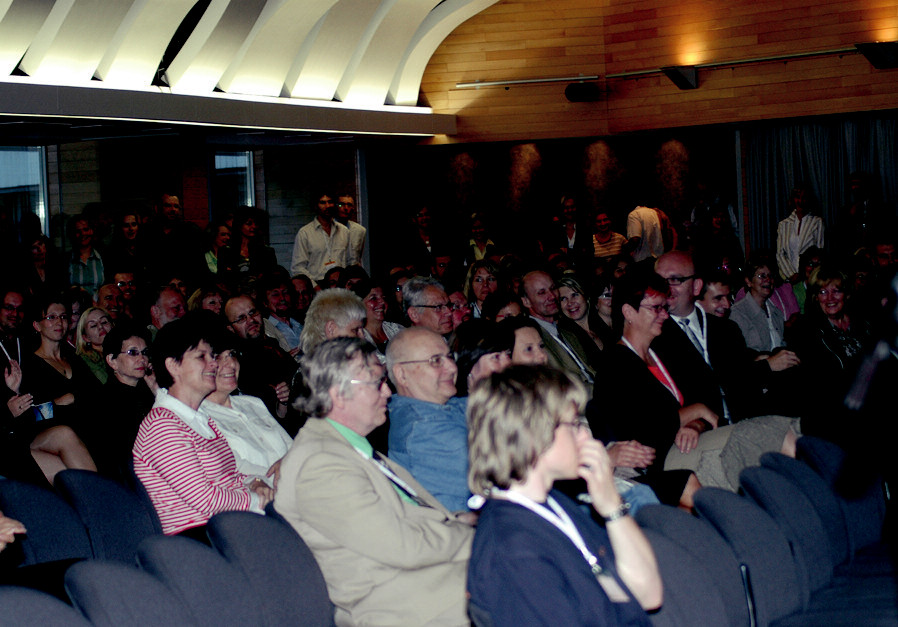 Pohled na účastníky sjezdu při slavnostním zahájení.