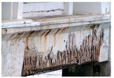 Zkorodovaná výztuž mostního nosníku (uvedeno se svolením Dr. Kouřila, VŠCHT Praha)
