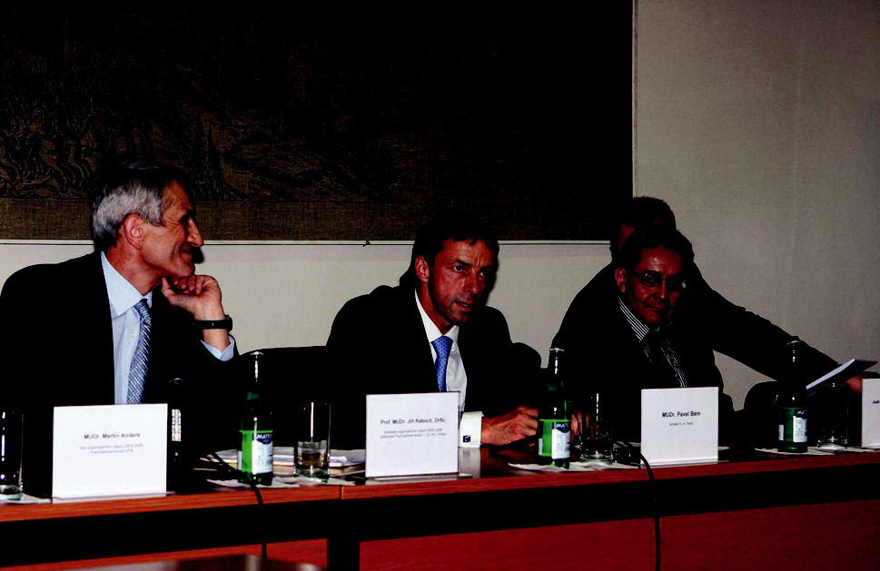 První událostí, která předcházela slavnostnímu zahájení Světové konferenceWPA, bylo přijetí organizačního výboru primátorem hlavního města Prahy Pavlem Bémem, krátce poté následovala tisková konference.
