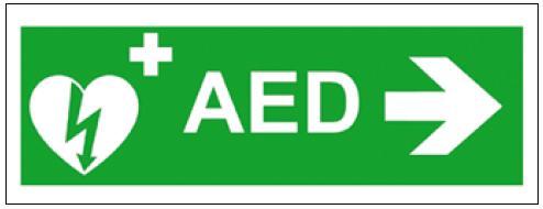 Doporučené označení AED se směrovou šipkou.