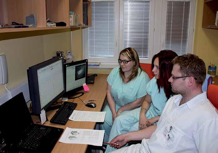 Odborníci Kardiovaskulárního spánkového výzkumného centra ICRC při vyhodnocování jedné ze spánkových studií.