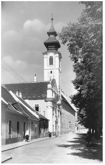 "Kostel a konvent Milosrdných bratří ve Skalici na dobové fotografii (zdroj: <a href=""http://www.skalica.sk"">www.skalica.sk</a>)"