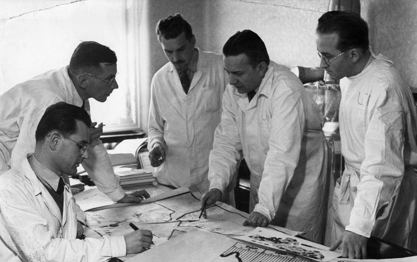 Profesor Raška se svými spolupracovníky