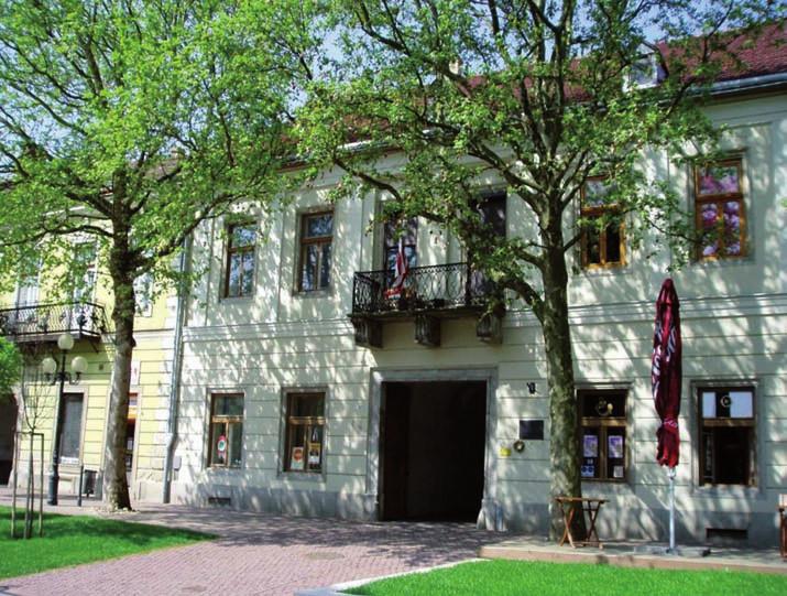 Hotel Lovecký roh (tč. obytný dom) v Sátoralja-Ujhelyi, v ktorom Franz Kafka nocoval dňa 24 apríla 1915 na ceste do Michaloviec.