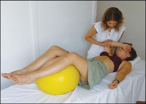 Poloha pacienta během manuální centrace ramene dle Čápové.