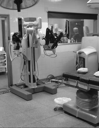 Robot Da Vinci<sup>TM</sup> na operačním sále v Guy´s Hospital.