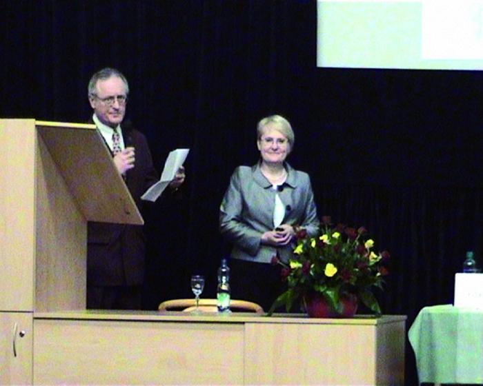 Doc. Weber jako koordinátor spolu s předsedkyní ČGGS doc Holmerovou zahajují XV. BGD a 15. kongres ČGGS.