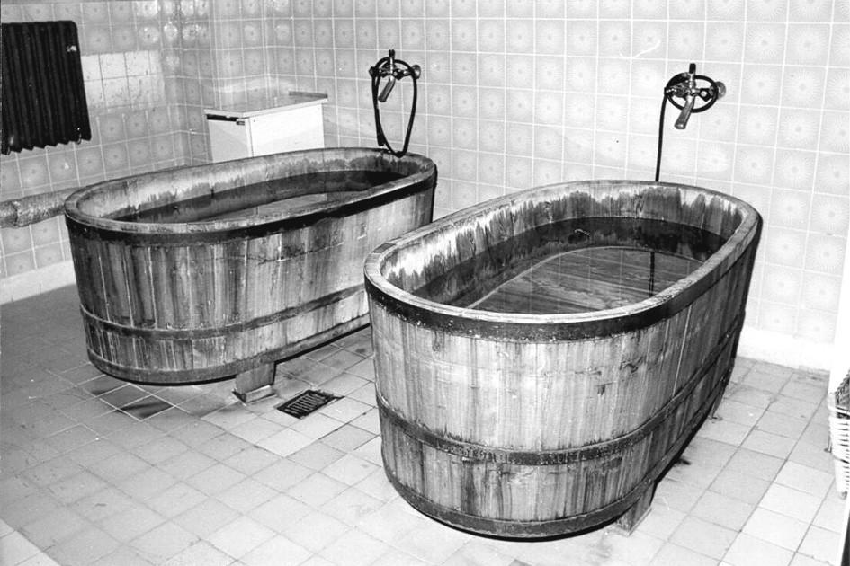 Původní vany k aplikaci přísadové koupele.