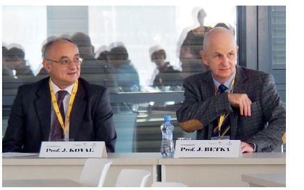 Prof. Kovaľ a prof. Betka přednesli úvodní přednášky.