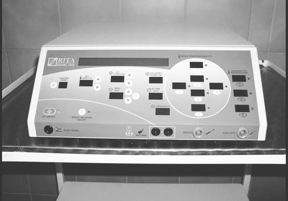 Radiofrekvenční generátor (Generator 1500x, RITA Medical Systems Inc., California, USA) Fig. 2. Radiofrequency generator (Generator 1500x, RITA Medical Systems Inc., California, USA)