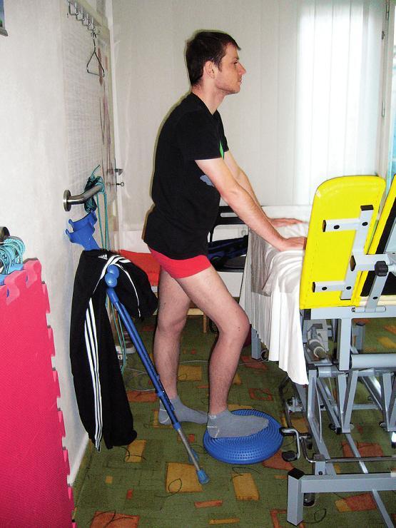 Cvičení stabilizace v částečné zátěži.