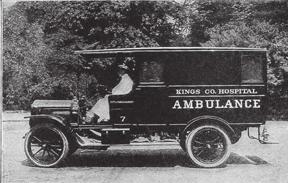 Parní sanitní automobil White, 1908 (National EMS Museum)