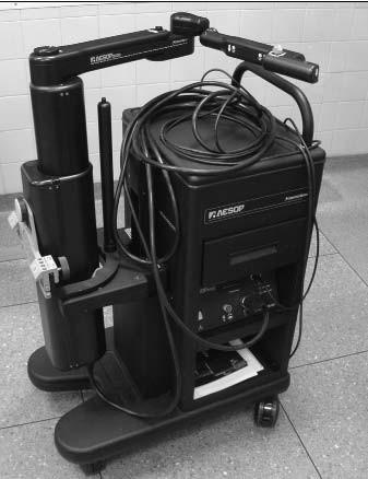 Robotický laparoskopický držák Endoscopic System for Optimum Positioning (AESOP<sup>TM</sup>) v Guy´s Hospital.