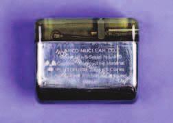 Nukleární kardiostimulátor vybavený termočlánkem s plutoniem238. Tento model Nu-5D vyrobený firmou Arco Nuclear Co. pochází z roku 1976.