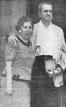 Pacient s dlouhodobou externí kardiostimulací přes intravenózně zavedenou elektrodu. Pacient přežíval s tímto typem stimulace od května 1959 do listopadu 1962.