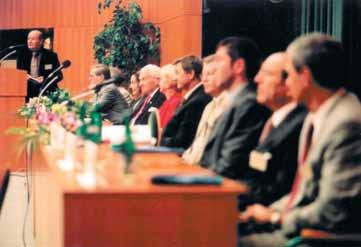 Foto 1. Zlínský kongres Pokroky ve farmakoterapii – čestné předsednictví včetně pana Bati a jeho choti Sonji.
