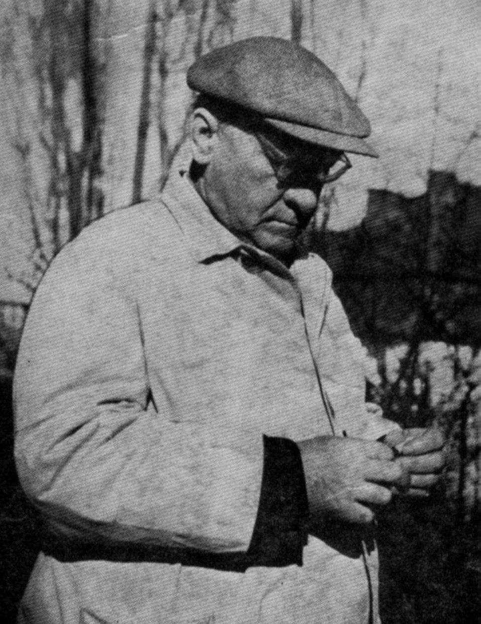 Prof. MUDr. Antonín Trýb, DrSc., na své milované zahradě.