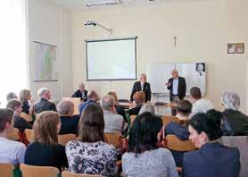 Prof. Tomáš Ganz, MD., PhD., počas prednášky dňa 19. apríla 2016 na Premonštrátskom gymnáziu Košice