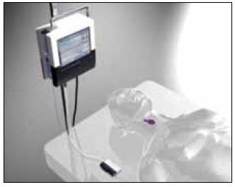 Systém Eirus<sup>TM</sup> od firmy CMA Microdialysis ke kontinuálnímu sledování glykemie a laktatemie na JIP. Sonda je zavedena cestou centrálního žilního katétru (zdroj: www.microdialysis.se).