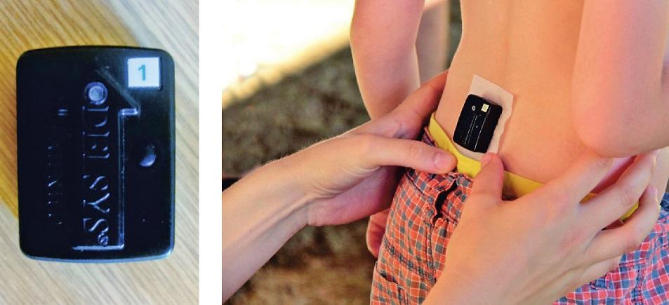 Ukázka akcelerometru Trigno wireless systém a jeho umístění na těle jezdce. <i>(Autorka fotografií Kateřina Šušlíková, fotografie využity se souhlasem autorky.)</i>