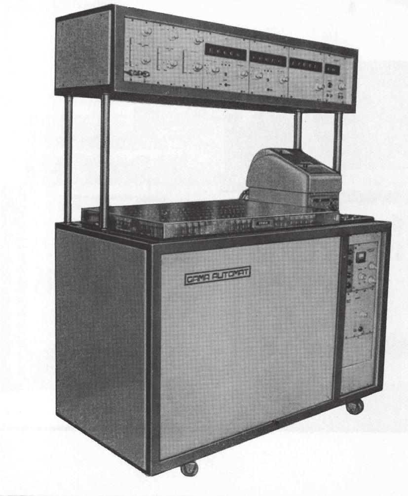 Gama automat NA 3603, výroba VÚPJT (vpravo)